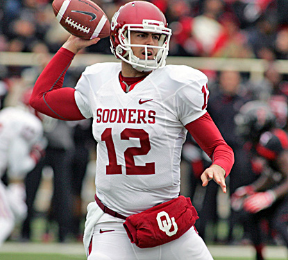 Landry Jones throws for 259 yards and  a pair of touchdowns in the Sooners' win. (US Presswire)
