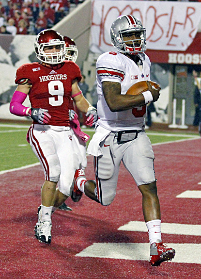 Braxton Miller, who rushes for 149 yards in the Buckeyes' win, scores on a 67-yard run in the third quarter. (AP)