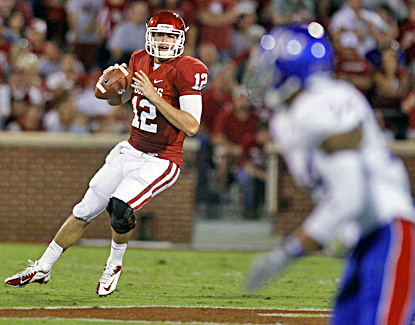 Landry Jones throws for 291 yards and three touchdowns in the Sooners' 52-7 win. (AP)