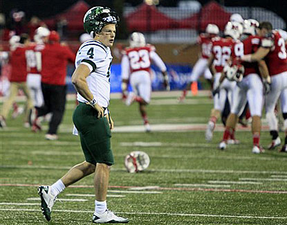 Ohio quarterback Tyler Tettleton's mental mistake costs the Bobcats a chance to tie the game late. (AP)