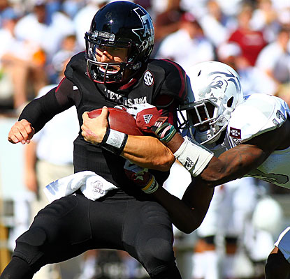 Johnny Manziel leads Texas A&M to another road win (5-0 this season) with 311 yards passing and 129 rushing.  (US Presswire)