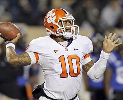 Tajh Boyd shreds the Duke defense and finishes with 344 yards through the air and also ties a school mark with five TD passes. (AP)