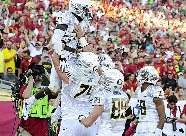 Barner helps lift Oregon past USC with 321 yards rushing and five touchdowns. (Getty Images)