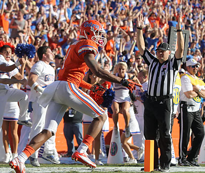 Gators wide receiver Quinton Dunbar scores from 3 yards out to even the score with 1:42 remaining in the game. (US Presswire)