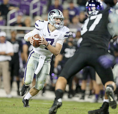 Collin Klein uses his legs to score twice as the Wildcats (10-0) continue to improve their national title hopes. (US Presswire)