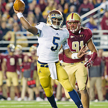 Everett Golson runs for a touchdown and throws for two more in Notre Dame's win. (US Presswire)