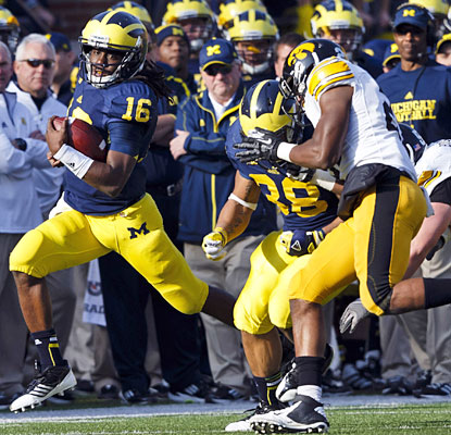 Denard Robinson stars as a runner in his final game at the Big House, gaining 98 yards on 13 carries.  (US Presswire)