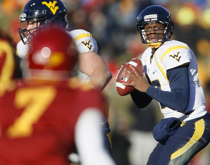Geno Smith and the Mountaineers finally snap their losing streak. Smith completes 22 of 31 for 236 yards and two touchdowns. (AP)
