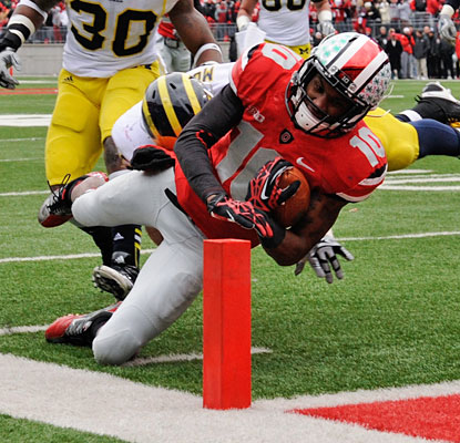 Corey Brown (eight catches, 95 yards) stretches for a Buckeyes touchdown in the first half.  (Getty Images)