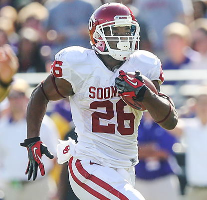 Damien Williams breaks into the open and sprints for a 66-yard touchdown to give Oklahoma a 21-7 lead.  (US Presswire)