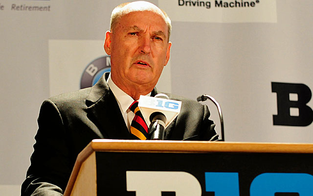 Jim Delany believes the Big Ten would abandon Division I if forced to pay players. (USATSI)
