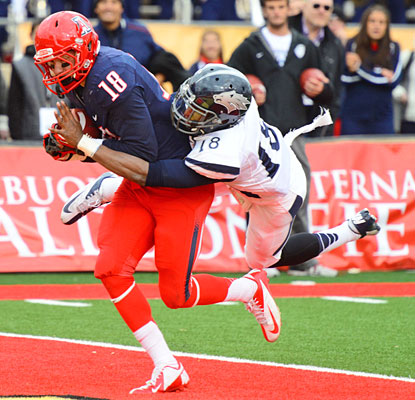 Tyler Slavin secures the winning touchdown with 19 seconds left to cap Arizona's comeback against Nevada.  (US Presswire)