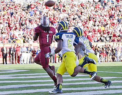 South Carolina's Ace Sanders beats two Michigan defenders and hauls in a touchdown pass. (US Presswire)