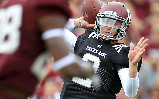 Manziel shows he's no one-year wonder, passing for 303 yards and three TDs on Saturday. (USATSI)