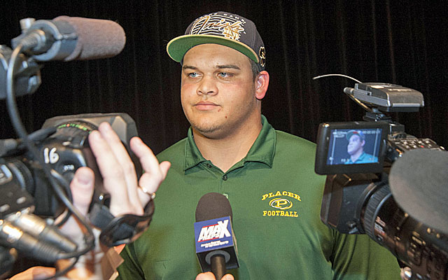 Prized football recruit Eddie Vanderdoes initially signed with Notre Dame but has decided to play for UCLA. (USATSI)