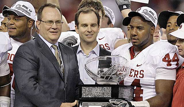 As Big 12 commish, Dan Beebe presented trophies. Now, he helps schools prevent messes. (USATSI)