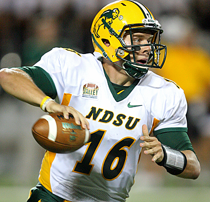 North Dakota State's Brock Jensen throws for 165 yards and a pair of touchdowns as the Bison knock off Kansas State.  (USATSI)