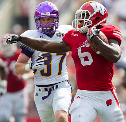 Corey Clement contributes 149 rushing yards as a trio of Badgers backs top 100 for the second straight week.  (USATSI)