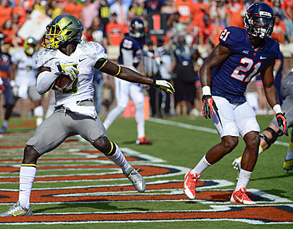 De'Anthony Thomas scores one of his three touchdowns in Oregon's 59-10 romp over Virginia. (USATSI)