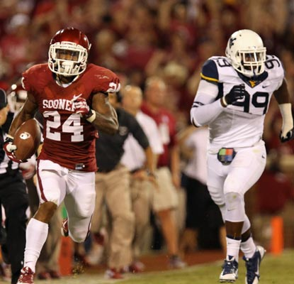 Senior running back Brennan Clay picks up the slack for the Sooners with 170 yards on the ground.  (USATSI)