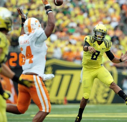 Tennessee can't stop Marcus Mariota from having a huge day with four touchdowns and a career-high 456 yards.  (USATSI)