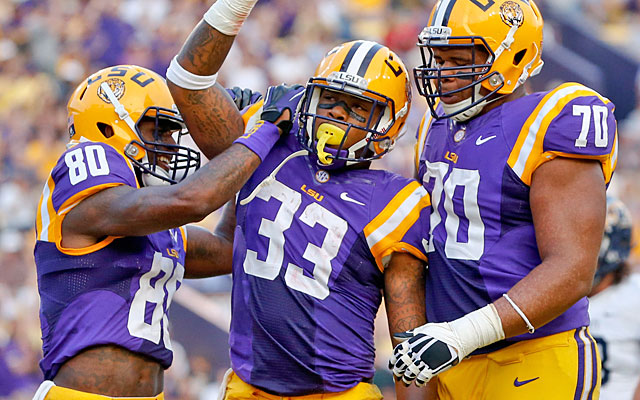LSU teammates voted to let Jeremy Hill (33) return to the team after his offseason arrest, guilty plea. (USATSI)