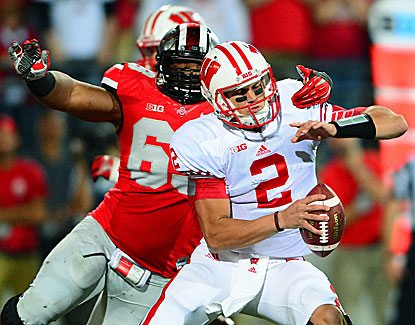 Michael Bennett tries to wrap up Wisconsin QB Joel Stave in the Buckeyes' 31-24 win over the Badgers. (USATSI)