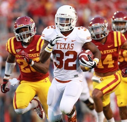 Texas running back Johnathan Gray gets Texas on the board with a 45-yard touchdown run in the first quarter.  (USATSI)
