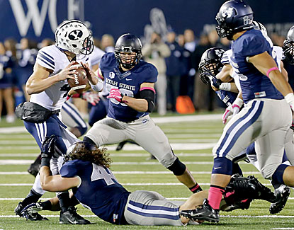 Taysom Hill throws for 278 yards and three touchdowns in the Cougars' 31-14 win over Utah State. (USATSI)
