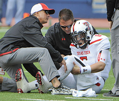 After tearing up Kansas with 368 yards passing, Texas Tech freshman (and walk-on) Baker Mayfield leaves with a leg injury.  (USATSI)