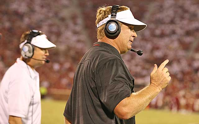 Mike Stoops, back coordinating for his brother Bob, has the Sooners' defense back in the top 10. (USATSI)