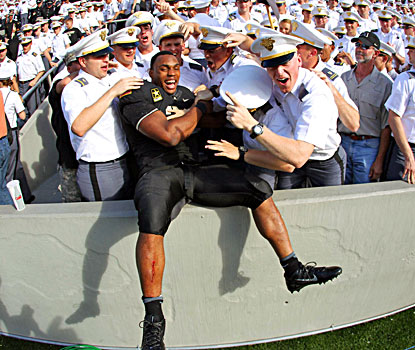 Army running back Terry Baggett celebrates with his fellow Cadets following his record rushing day against Eastern Michigan. (USATSI)