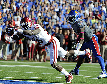Oklahoma's Jaz Reynolds goes in for a score as the Sooners hand Kansas its 24th straight loss in the Big 12. (USATSI)