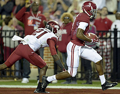 Alabama wideout Amari Cooper scores his first touchdown of the year as Alabama routs Arkansas, 52-0. (USATSI)