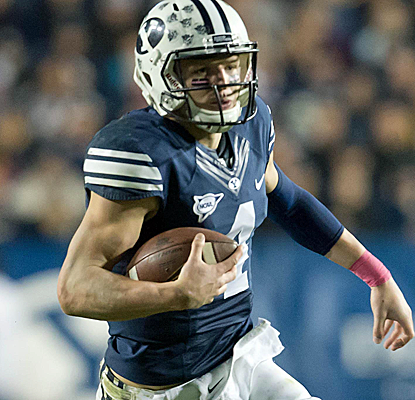 BYU quarterback Taysom Hill piles up just over 400 total yards as the Cougars defeat Boise State.  (USATSI)