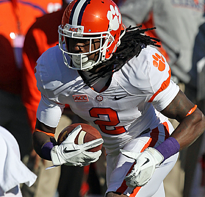 Sammy Watkins sets a school record with 14 catches as Clemson puts up nearly 600 yards of total offense.  (USATSI)