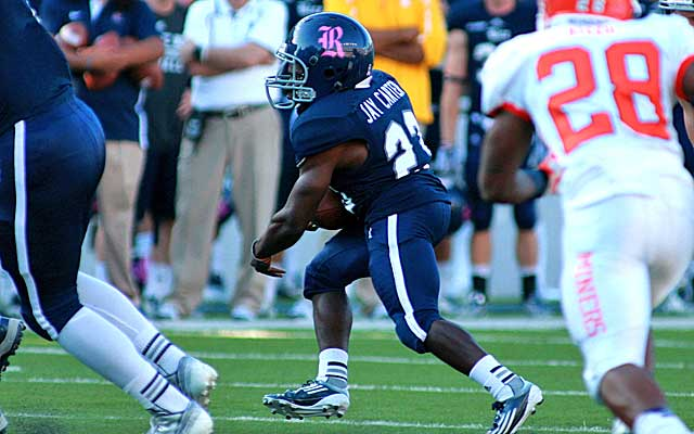 Jayson Carter gets his first carry at Rice in a win over UTEP.  (Erick Williams/ Rice Sports Information)