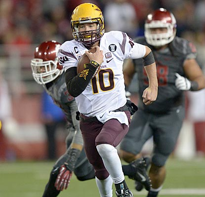 Arizona State quarterback Taylor Kelly breaks loose for a 26-yard run during the second quarter.  (USATSI)