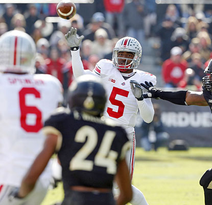 Ohio State's offense clicks from the start as Braxton Miller throws for 233 yards and four touchdown passes.  (USATSI)