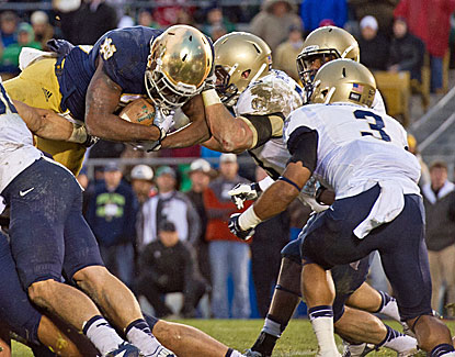 Notre Dame's Tarean Folston goes in for the score to lead the Irish to a 38-34 win over Navy. (USATSI)