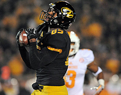 Missouri receiver Marcus Lucas hauls in a 40-yard touchdown pass in Mizzou's romp over Tennessee. (USATSI)