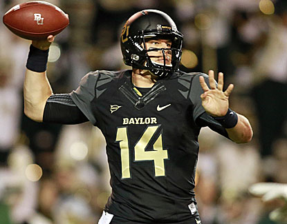 Baylor QB Bryce Petty throws for three touchdowns and runs for two more against Oklahoma. (USATSI)