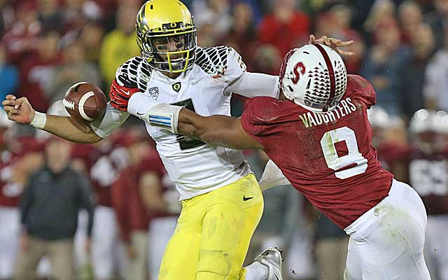 Stanford overpowers Oregon to knock the Ducks out of the BCS title hunt.(USATSI)