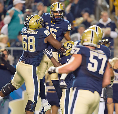 Pitt wideout Devin Street (15) celebrates one of his two touchdown grabs against the Irish. (USATSI)