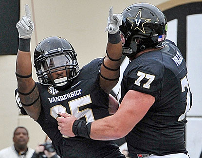 Vanderbilt beats Kentucky to become bowl eligible for a school-record third consecutive season. (USATSI)