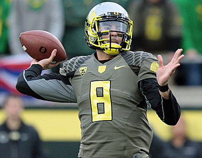 Oregon quarterback Marcus Mariota throws three touchdown passes to lead the Ducks to a 44-21 win over Utah. (USATSI)
