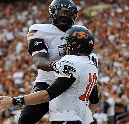 Oklahoma State QB Clint Chelf lifts his teammates all day, throwing for 197 yards and running for 95 more.  (USATSI)