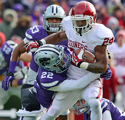 Brennan Clay carries the load (200 yards, two TDs) as the Sooners give their coach a record-breaking victory.  (USATSI)