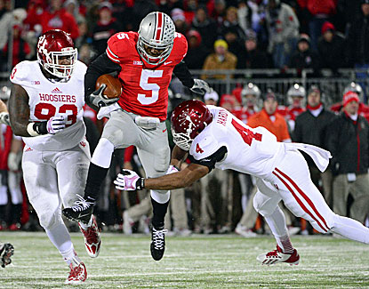 Buckeyes QB Braxton Miller (144 rush yards, 2 TDs) avoids a tackle as Ohio State wins its 23rd straight game. (USATSI)