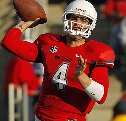 Derek Carr throws for 527 yards and a school-record seven touchdowns in a big Fresno St. win.  (USATSI)